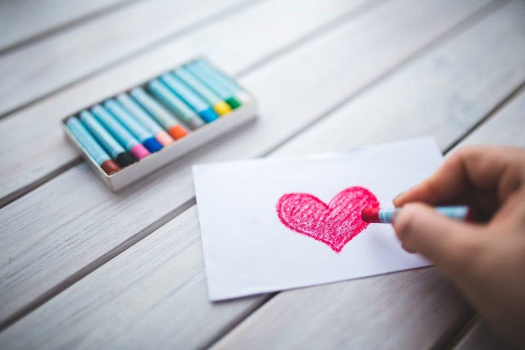 dessin de cœur au pastel
