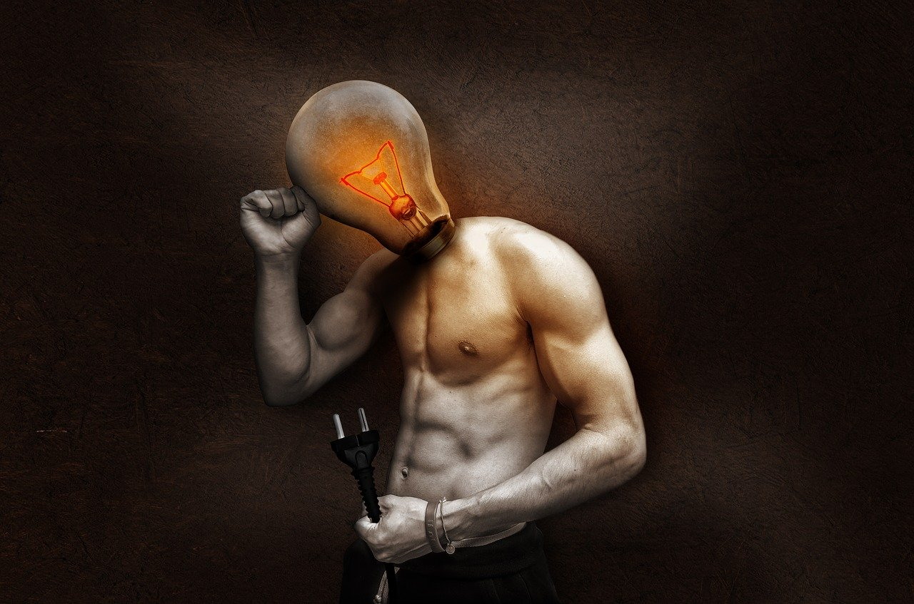 homme avec une ampoule, autodéfense mentale