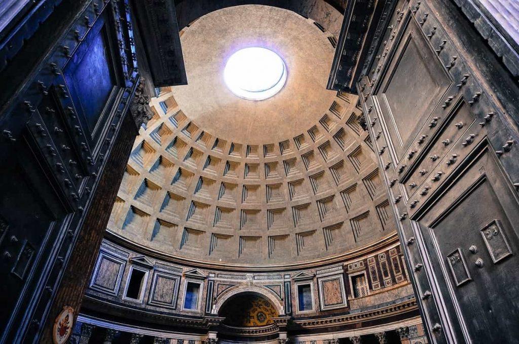 Le panthéon d'Hadrien, Rome, vue intérieure de l'oculus