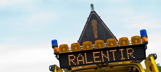 panneau routier ralentir