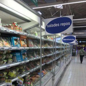 le rayon salade-repas du supermarché
